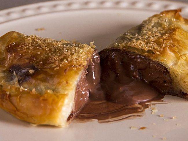 Γρήγορο calzone σοκολάτα μπανάνα του Άκη Πετρετζίκη - Daddy-Cool.gr