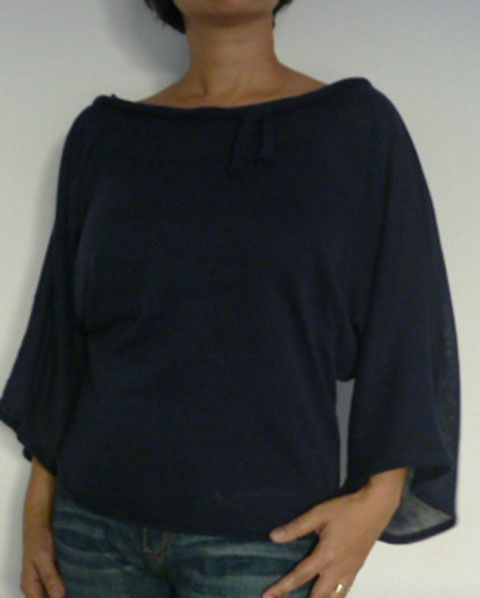 Le tuto du top manches kimono by Dis bonjour à la dame. in a dif language but there's a vid showing the basic layout of how to cut this. the rest is just common sense, sew the seams, etc. looks simple