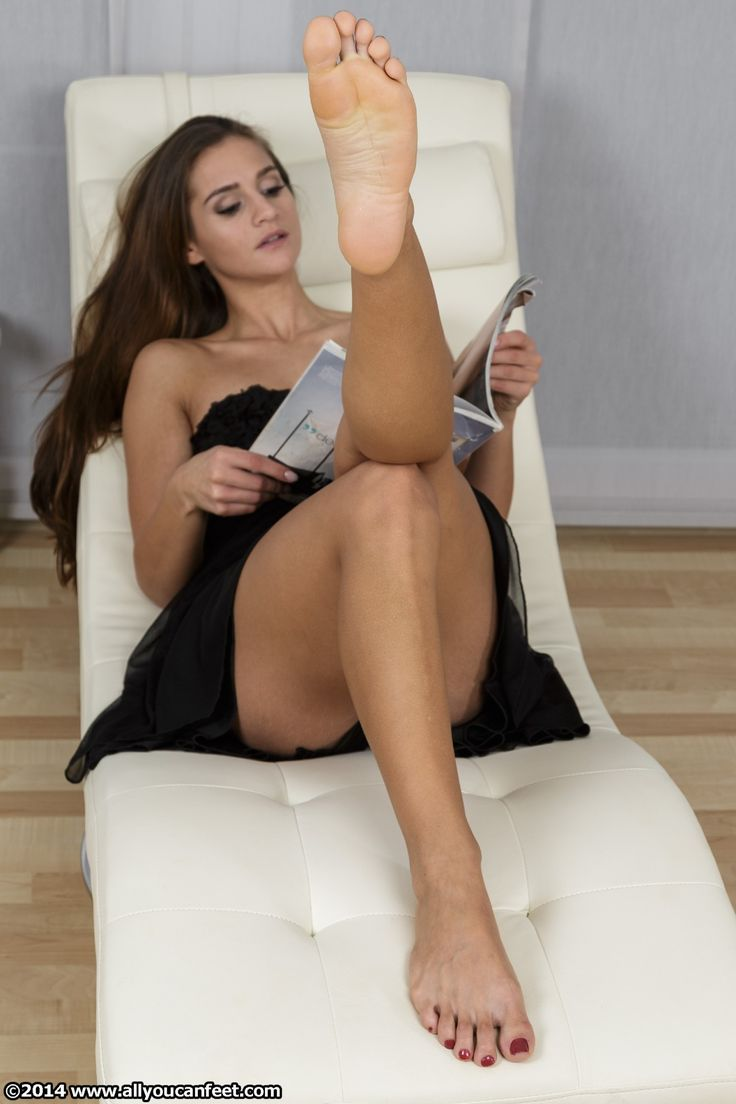 Nude women sexy feet