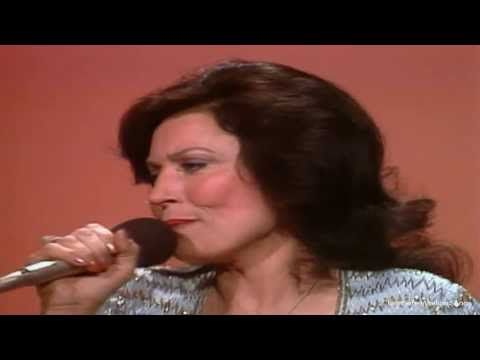 "Loretta Lynn - Coal Miner's Daughter  ""LIVE"""