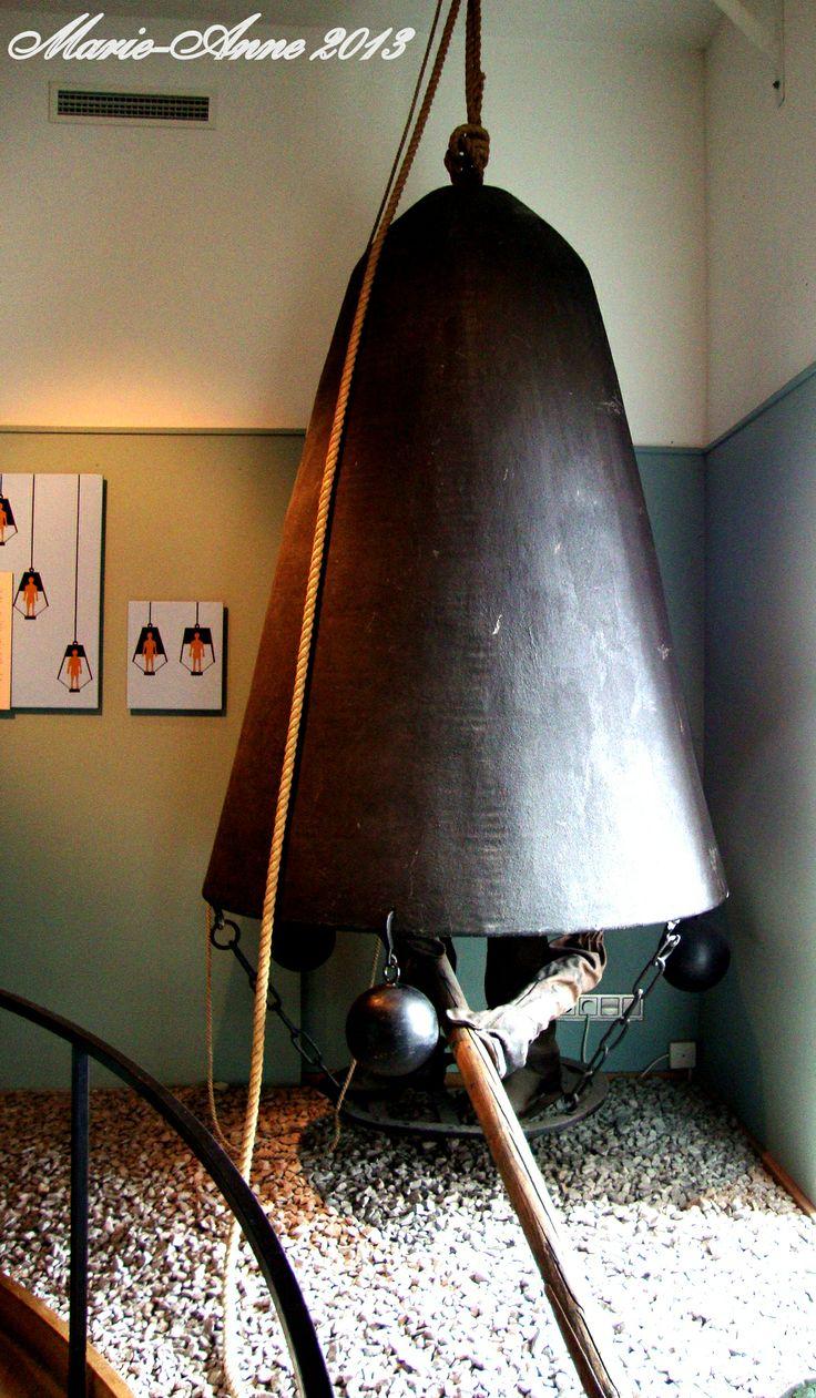 Karlskrona Marinmuseum  En tidig dykarklocka