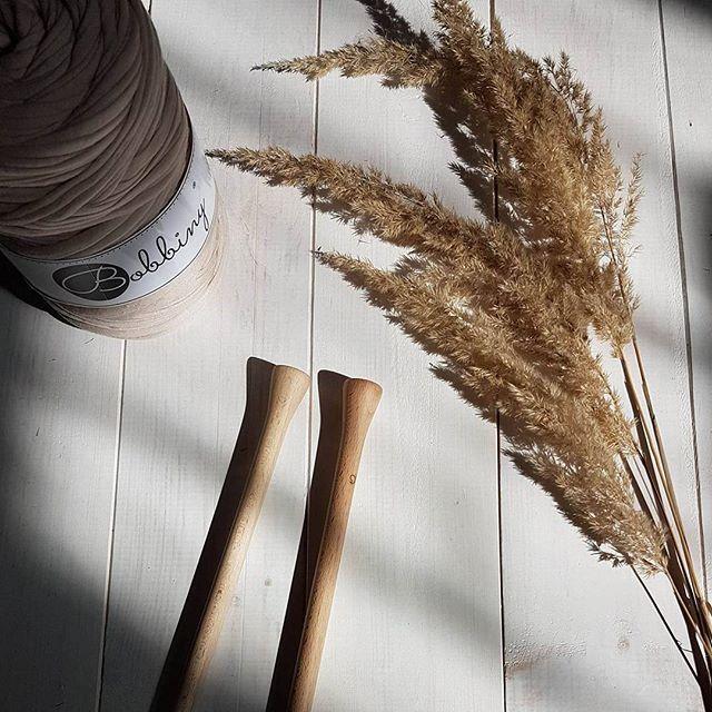 In the Sun 🌞 #bobbiny #tshirtyarn #sun #knit #wood #handmade #crochet…