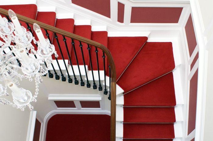 tapis d'escalier pas cher, tapis rouge, escalier colimaçon