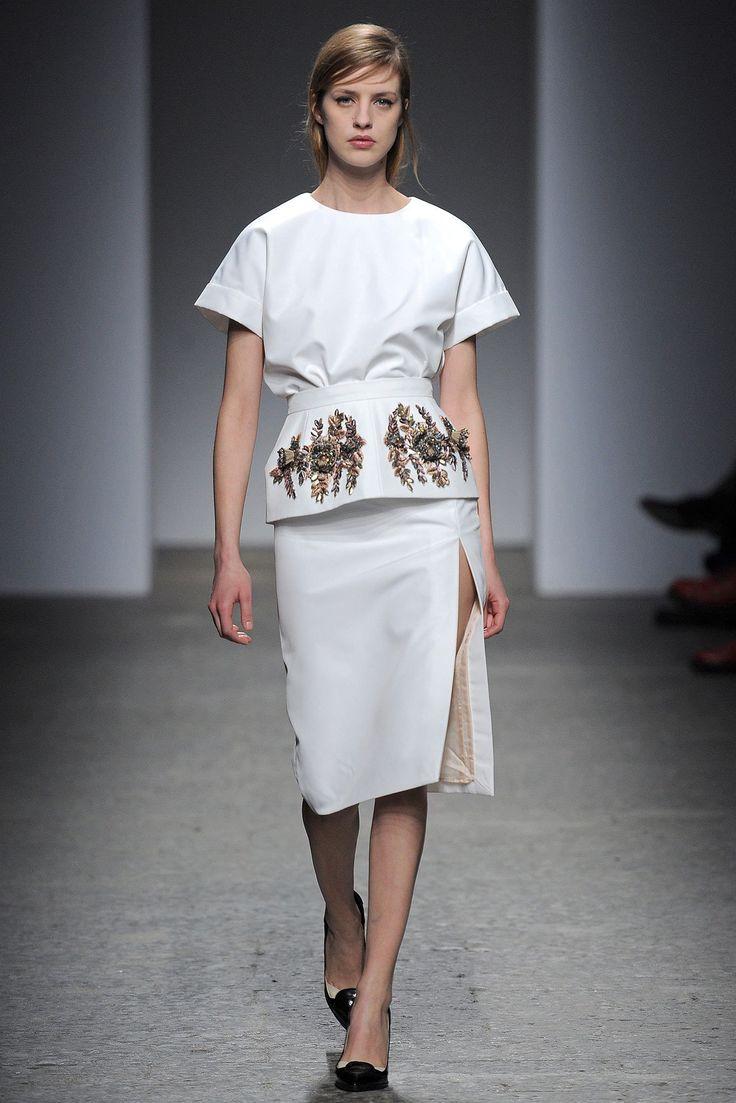 No. 21 Fall 2013 Ready-to-Wear Fashion Show - Julia Frauche