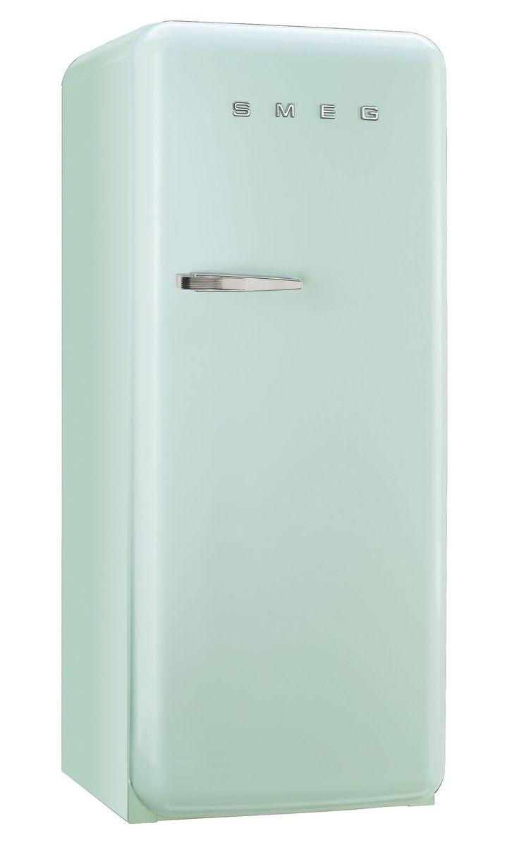 Une cuisine aux tons pastels avec le réfrigérateur SMEG vert - BUT