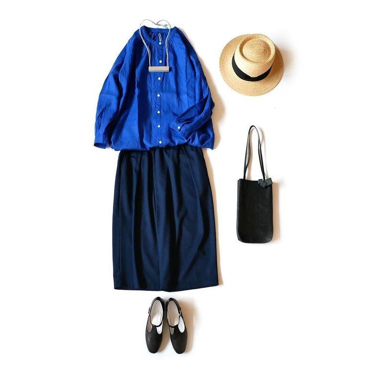 三人展ガッシュ福岡 7月15日土8月6日日 真っ青なシャツ意外と女性で持っている方が少ない気がします紺色は店先に必ずと言っていいほどのマストカラーですが青はめったに見ることがありません四季のある日本で青は春夏メインになるからだろうか それでも夏は元気でキレイな色を着たくなるそんな時ちょうどいいのが麻シャツ麻の素朴な風合いと夏の空を思わせる色合いが気分を高めてくれるこうなると夏も待ち遠しくなります