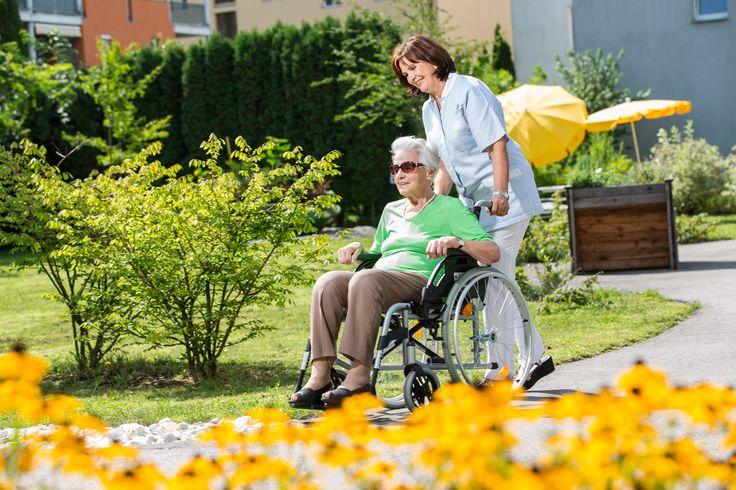 Wohlfühlpausen dank #Kurzzeitpflege. Die häusliche #Pflege von Angehörigen ist eine #Lebensaufgabe, bei der die eigenen Bedürfnisse oft auf der Strecke bleiben. Unter Kurzzeitpflege versteht man einen lediglich vorübergehenden Aufenthalt in einem unserer Altenwohn- und  #Pflegeheime. Während die zu pflegende Person weiterhin bestens betreut wird, kann man sich Zeit für sich nehmen.