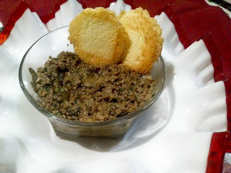 Il #Patè di #coniglio di mia #suocera, riproposto per voi in occasione di #Natale, sulle tartine e le bruschettine di antipasto è davvero speciale! #natale2015 #christmas #antipasto #cucina #vigilia #cenone #veglione #capodanno #mangiare #cucina #ricetta #ospite  http://www.kitchengirl.it/un-ospite-speciale/natale-2015-pate-di-coniglio-bruschettine/