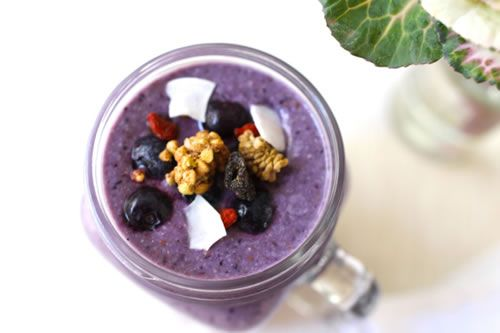 Keira Rumble has done it again with this super-healthy blueberry and coconut high protein meal replacement shake. This one is heavy on the coconut which is great as it's one of natures finest gifts (great for fat burning too). - See more at: http://www.180nutrition.com.au/2013/08/05/the-blueberry-coconut-high-protein-super-meal-replacement-shake/