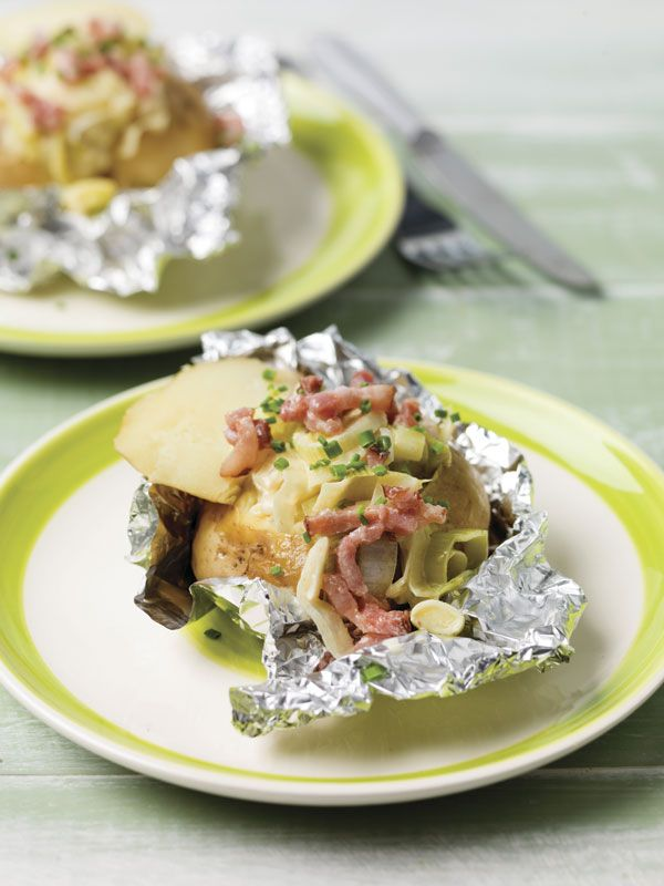 Gepofte aardappel met spekjes en prei
