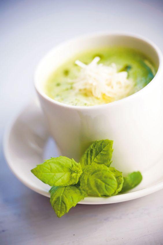 En italiensk soppa som är enkelt snabblagad tack vare frysta gröna ärter av toppenkvalitet. Gröna ärter är en utmärkt källa till vitamin B1, dom behövs i cellens energiproduktion och är särskilt viktigt för omsättningen av kolhyderater i hjärnan.