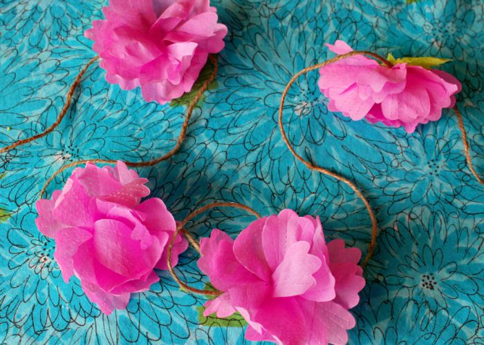how to make a paper flower garland with a blossom die via Hank & Hunt: Blossoms Die, Crepes Paper Flowers, Die Flowers, Paper Flowers Garlands, Colors Schemes, Tissue Flowers, Little Flowers, Flowers Photo, Parties Crafts