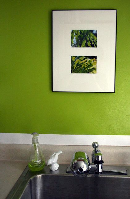 11 jodi 39 s contrasting accents kitchen colors green for Accent colors for green walls