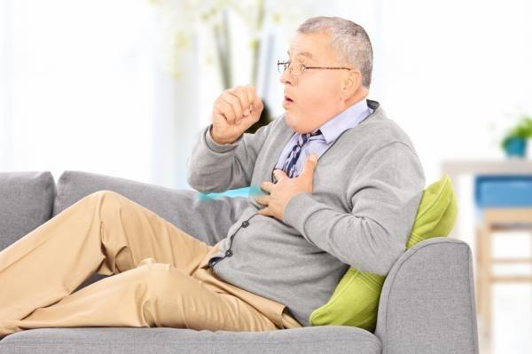 Cómo curar la tos con flema - 6 pasos (con imágenes)