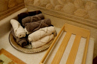 Love rolling my towels like this (2013). Saves so much space. Griggs Dakota: How to Roll Towels and Washcloths
