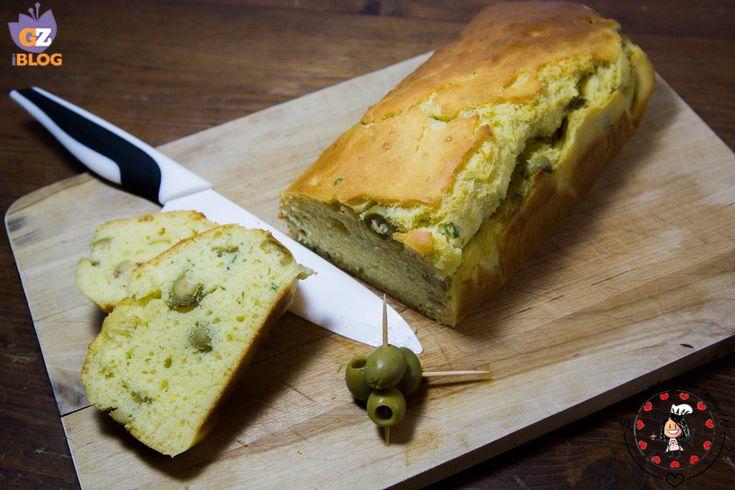 Ho trovato la ricetta delPlum cake all'olio con olive e basilicosfogliando una rivista di moda (strano eh?!), nella quale viene dedicato un articolo a qu