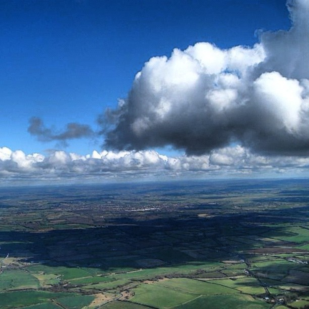 Yesterday 2200 over Kent #vfr #cloudporn #clouds #bluesky #da40 #instagram #flying - @dreamingbluesky- #webstagram