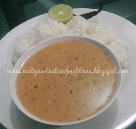 Rihaakuru dhiya is a very simple salty, spicy, creamy liquid mixture made to eat with rice or boiled taro or boiled unripe banana, brea...