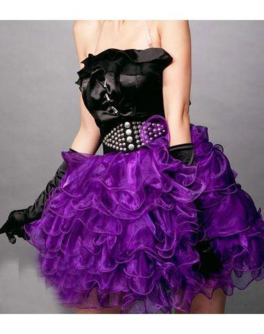 Paars tule tutu rokje met elastische band. Past perfect onder een corset. Leuk voor burlesque, carnaval, ballet, shows en wordt ook veel gebruikt voor o.a. bedrijfs promoties. Maten: S/M, M/L