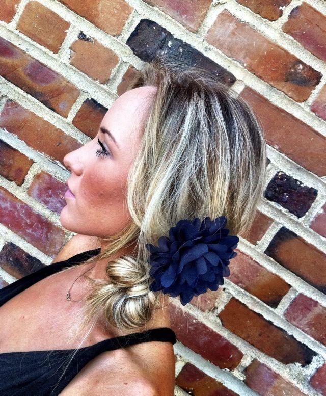 Love this do <3Hair Done Nails, Crafts Ideas, Big Flower, Bridal Headpieces, Hair Clips Amy, Hair Style, Accessories, Flower Hair, Hair Combs