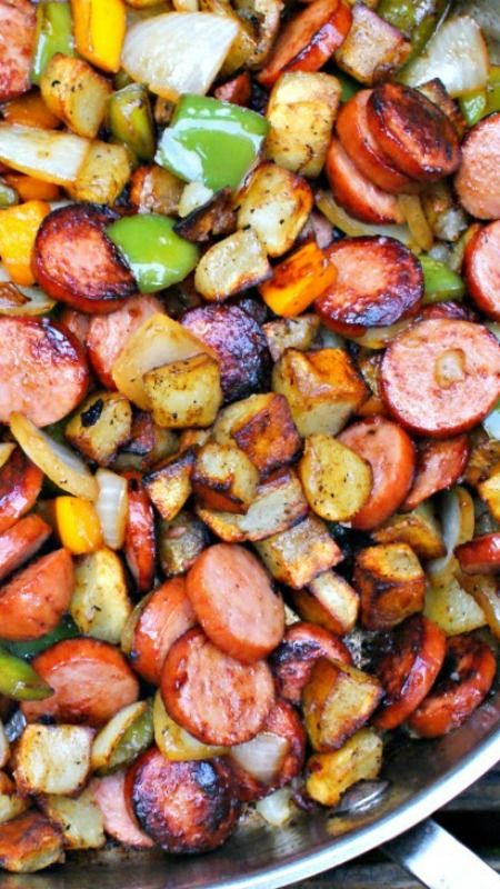 Keilbasa, Pepper, Onion and Potato Hash: an easy to make, healthy and delicious meal that comes together in just 15 minutes, featuring tons of fresh veggies and lean turkey kielbasa.