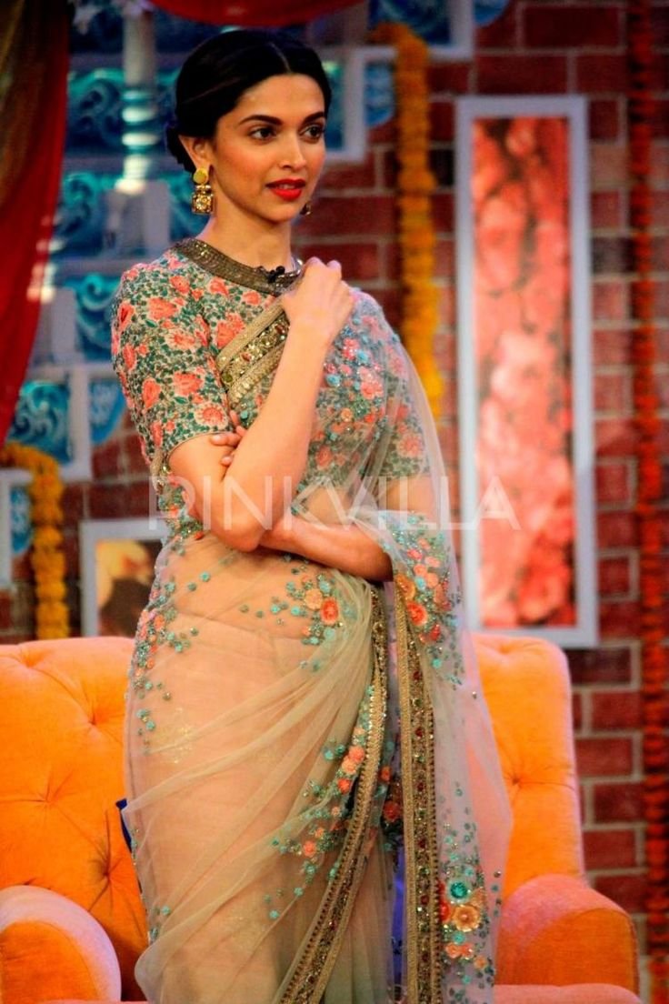 @DeepikaPadukone in http://www.Sabyasachi.com/ #Saree & Blouse w/ Floral Embroidery promoting #PIKU on Comedy Nights with Kapil, May, 2015