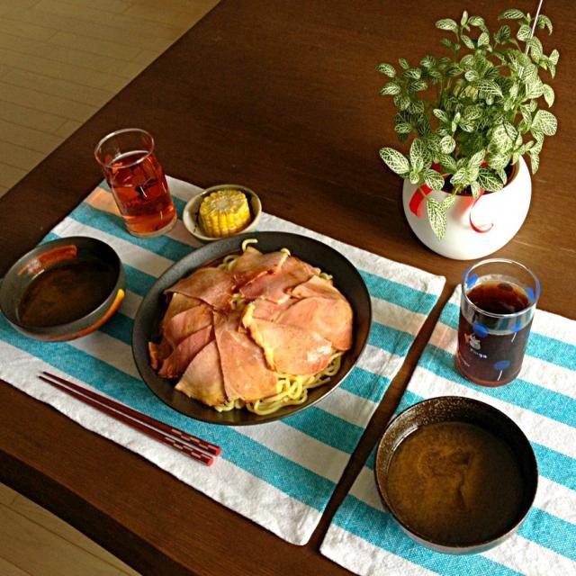 このチャーシュー、柔らかくて美味しいのよね〜。 (^o^) - 17件のもぐもぐ - チャーシューたっぷりつけ麺、とうもろこし塩茹で、プーアル茶 by pentarou