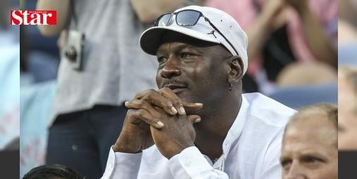 """Michael Jordandan protesto açıklaması: Dünyaca ünlü ABDli eski basketbolcu Jordan ABDnin Kuzey Carolina eyaletinde devam eden protestoların """"barışçıl"""" bir şekilde yürütülmesi çağrısında bulundu."""