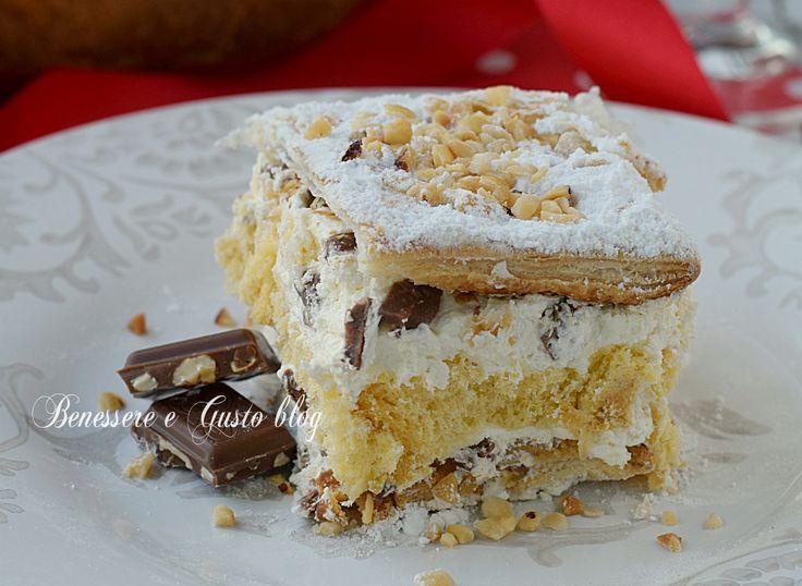 Crema al mascarpone, cioccolato in scaglie, granella di nocciole. Scopri anche le varianti del dolce al Pandoro