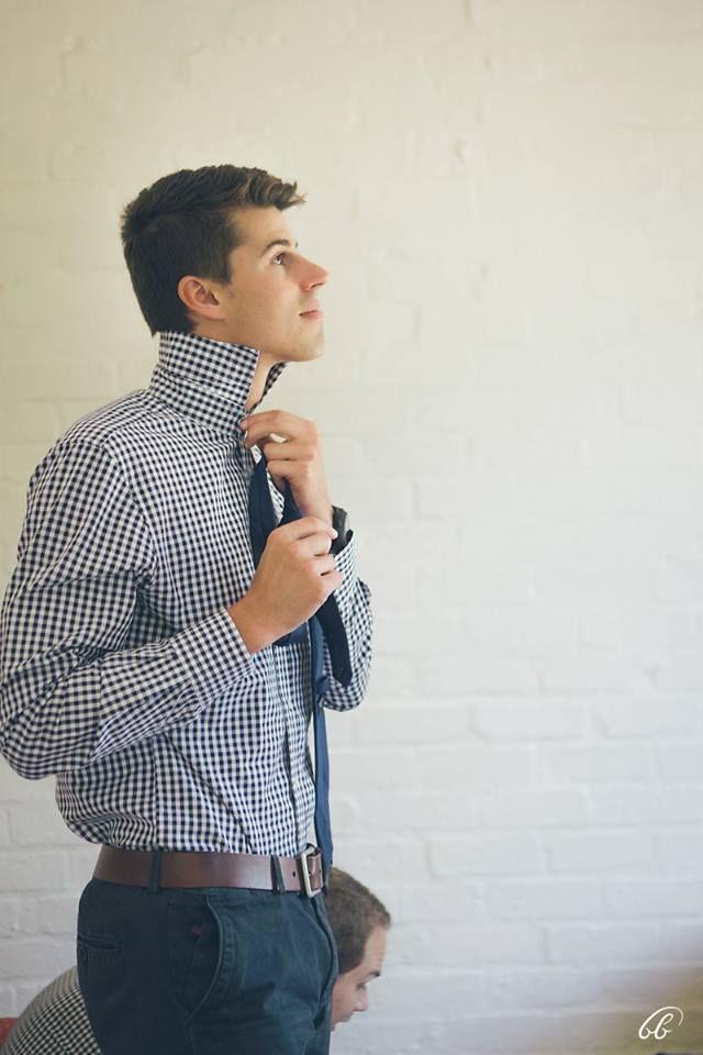 -bruin leer belt  -gingham blou en wit hemde