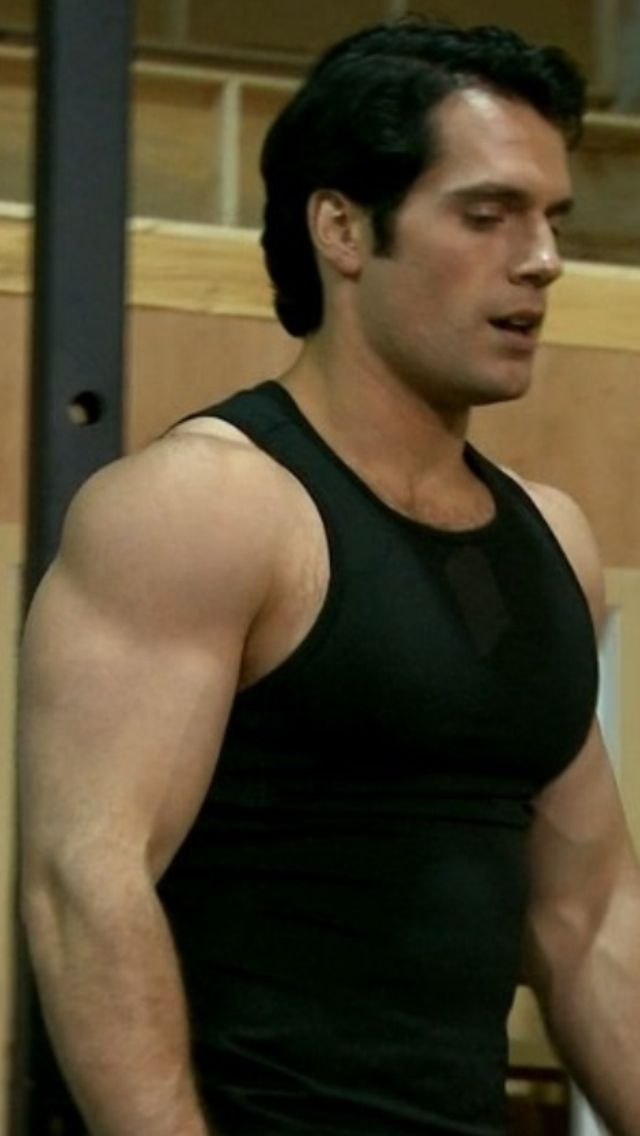 This picture never gets old. #henrycavill