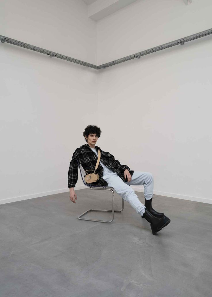 Each x Other adapta la informalidad de los básicos para su colección Fall-Winter 2021 Male Fashion Trends, Fall Winter, Menswear, How To Wear, Collections, Outfit, Plaid Coat, Staple Pieces, Sports