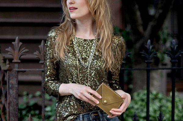 Gold on goldSequins Shirts, Sequins Tees, Eatsleepwear, Matching Gold, Gold Sequins, Gold Clutches, Fashion Inspiration, Sparkle Tops, Mixed Metals