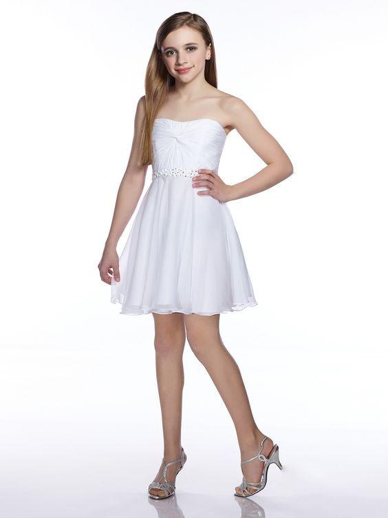 5a3ae8691e752 Mezuniyet Elbise Modelleri Beyaz Kısa Straplez Kloş Tül Etek Belden  İşlemeli Kemer
