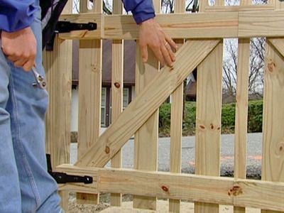 Picket fence for side garden