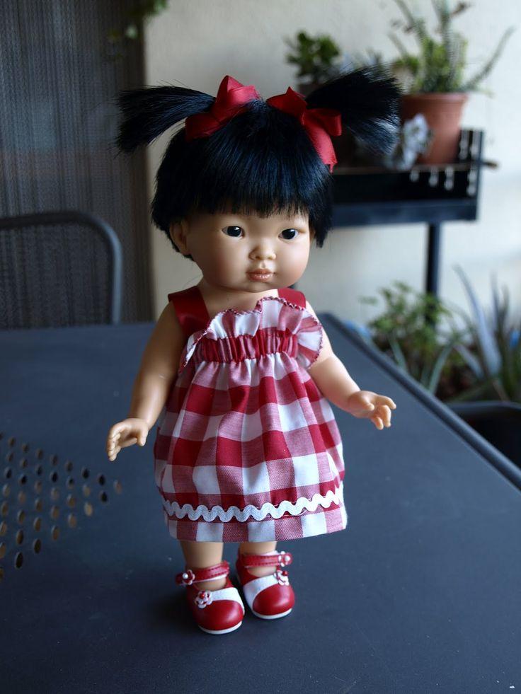 """""""Muñecas LLORENS"""" I think this is a Paola Reina doll--- nines, dolls, poupée, muñecas: VESTIT DE QUADRETS PER LA NINA XINETA"""