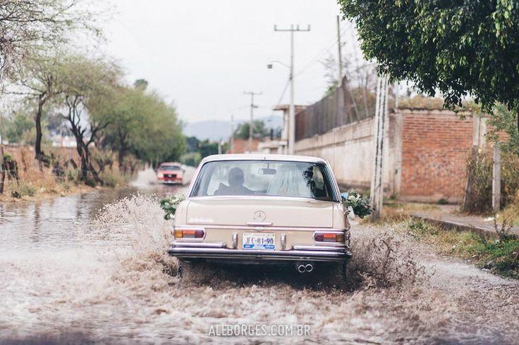 """La boda de Juliana y Pablo, """"Samba y Mariachi"""" en Guadalajara México. Pictures of bride and groom at their beautiful mexican wedding. I must say Mexicans know how to party! Flood mercedez"""