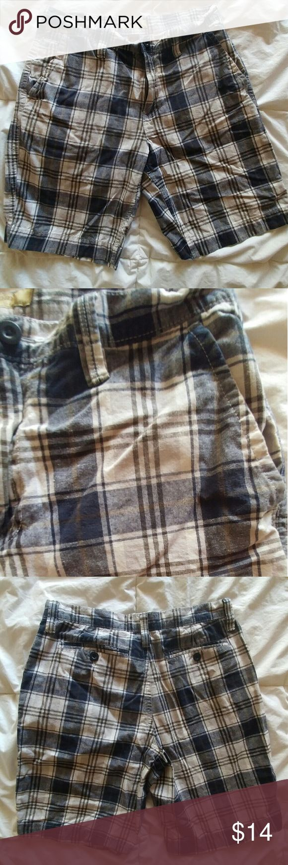 NWOT Men's Plaid Shorts Plaid shorts by Sonoma Similar size and style as J. Crew  Perfect condition  Polo also available J. Crew Shorts