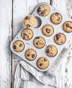 A basso contenuto di glutine e ricchi di ingredienti integrali, questi muffins sono perfetti per la prima colazione del mattino - accompagnati da una tazza di caffè o da un thé (io li amo anche a metà pomeriggio, a dire il vero...)