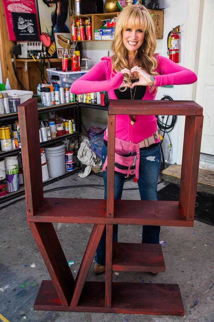 Paige Hemmis creates a 'LOVE' bookshelf on #homeandfamily! Tune in weekdays at 10/9c on Hallmark Channel!