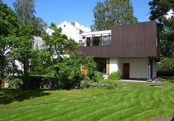 Alvar Aalto: Alvar Aalto house, 1927. Simple traditional exterior materials were used in modern ways. Perfectly comfortable and perfectly elegant.