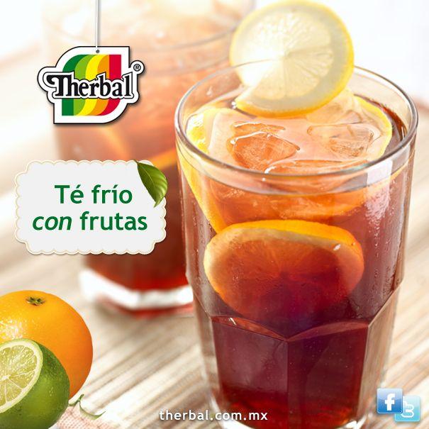 Ingredientes: Un litro de té negro naranjas 3 limones Azúcar o edulcorante, a gusto. Cubitos de hielo, para servir. http://www.therbal.mx/deleitate/bebidas/te_frio_con_frutos.php