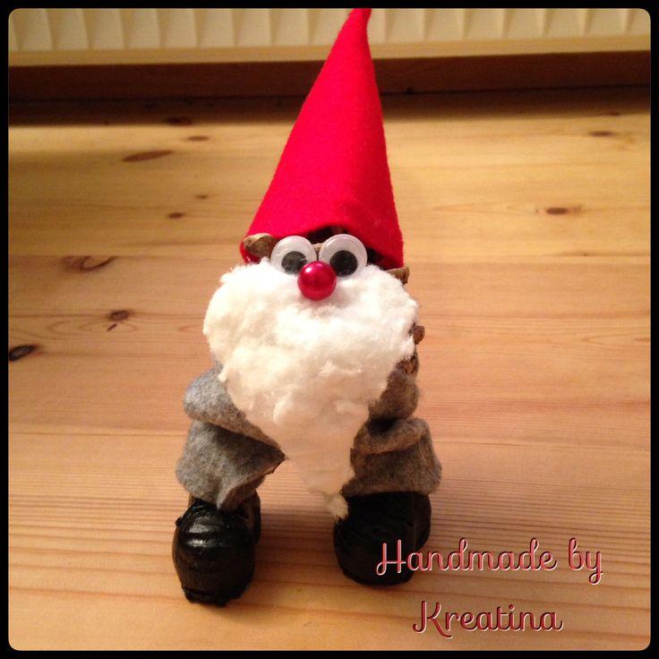 Julemand  Lavet af en grankogle, filt og vat