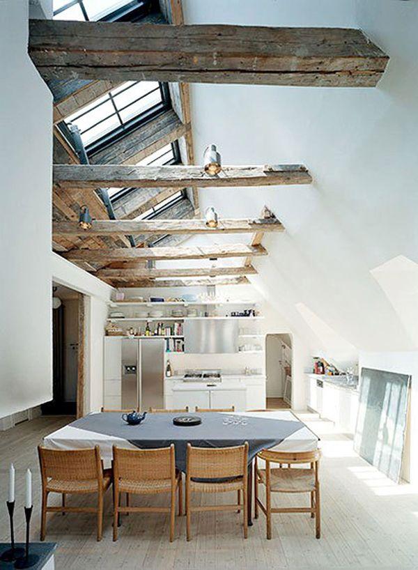 prachtig die oude balken tegen een strak wit plafond !! interesse in iets vergelijkbaars te integreren in je huis/pand? www.molitli-interieurmakers.nl