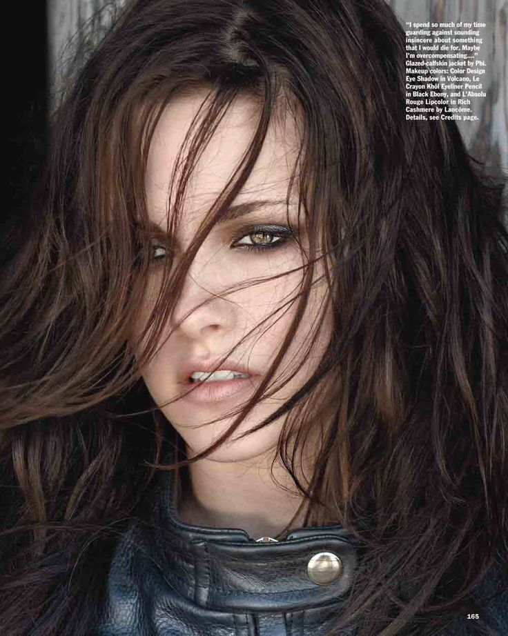Kristen Stewart- Edgy Hair, Make Up, and Clothes.