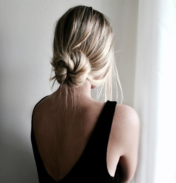 60 Easy Updos For Medium Hair January 2020 In 2020 Easy Bun Hairstyles Low Bun Hairstyles Thick Hair Styles