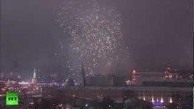Moscú: Impresionante despliegue de fuegos artificiales para recibir el nuevo año 2013