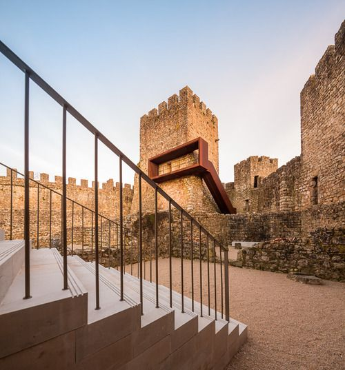 COMOCO - Pombal castle renovation, Pombal 2014. Photos (C) Fernando Guerra