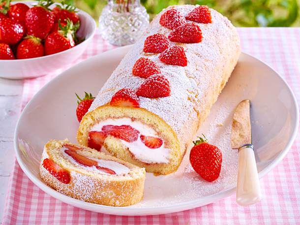 Airy strawberry biscuit roll with fresh fruits and creamy mascarpone filling  – Backen