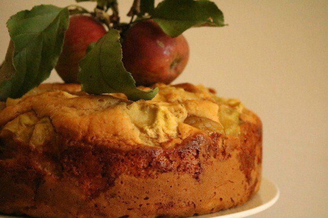 Sticky apple and cinnamon tea cake